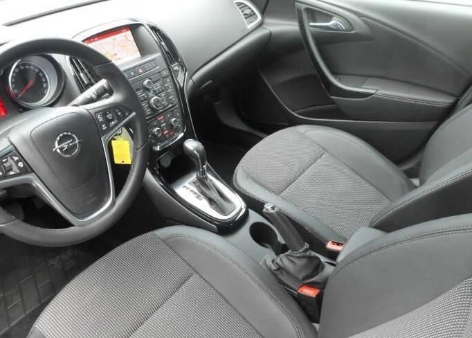 SkyRent предлагает на взять на прокат Opel Astra 1.6 хетчбек в Крыму