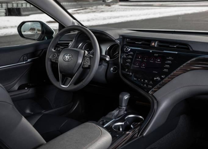 SkyRent предлагает на взять на прокат Toyota Camry V70 2.5 автомат 2018 год                в Крыму